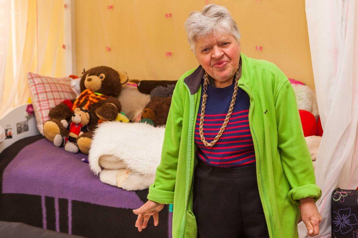 Auch Ulla D. wohnt schon lange hier und fühlt sich sehr wohl auf dem Erdlandschen Hof