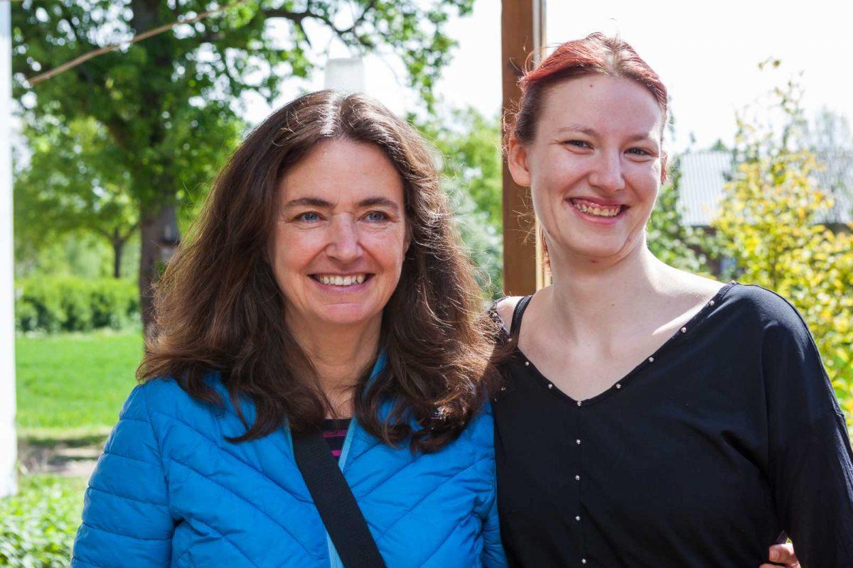 Viola Heid-Dunker (auf dem Bild mit Cindy) ist eine der beiden Leiterinnen der Einrichtung