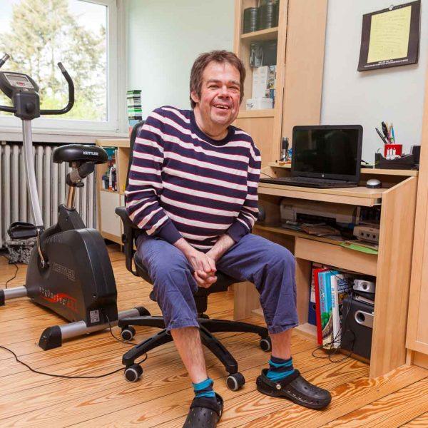 Stefan D. wohnt ebenfalls in einem Zimmer  unterm Dach