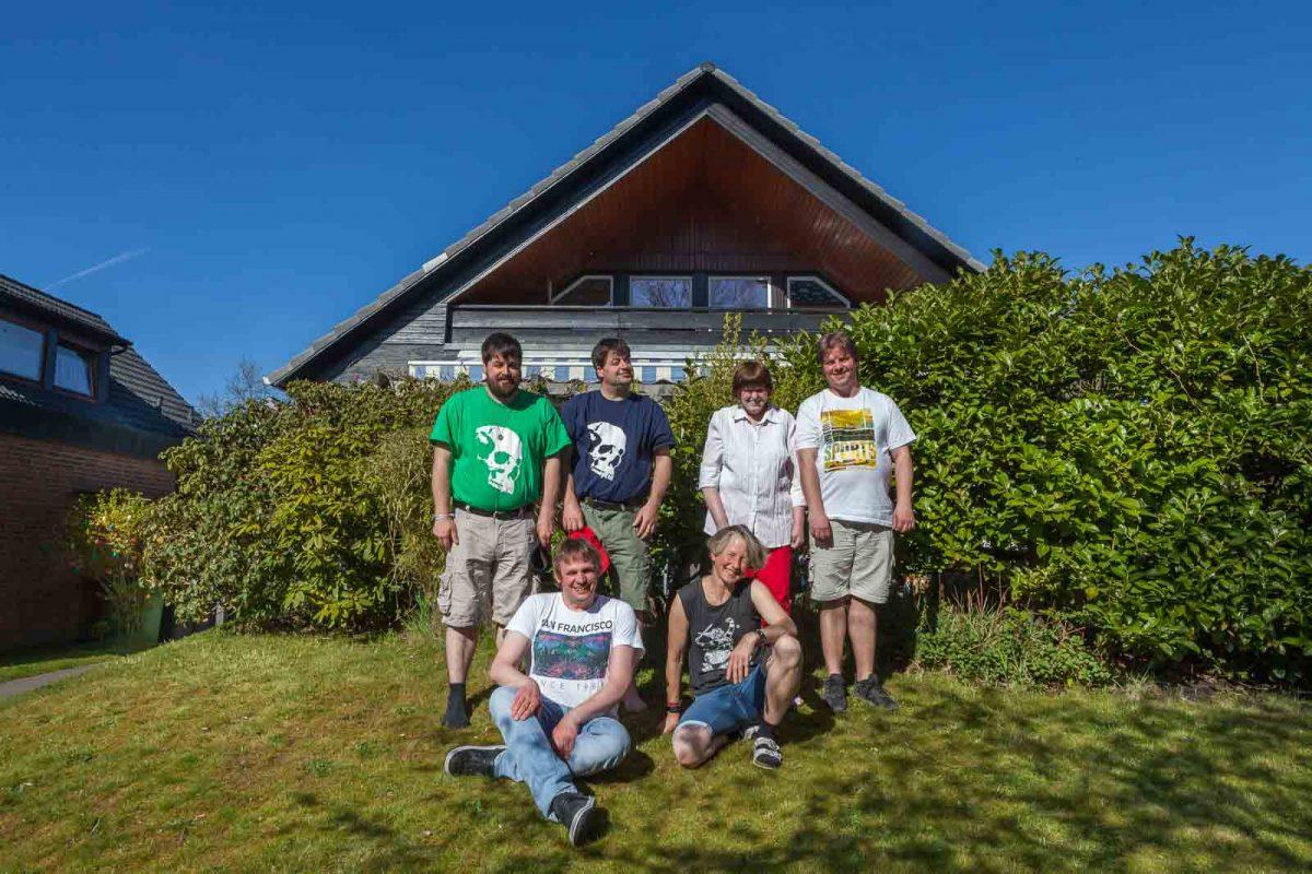 Wohngruppe 3+3: Aufstellung zum Gruppenfoto